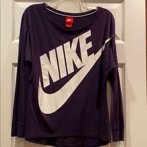 Women's Nike scoop neck athletic top!